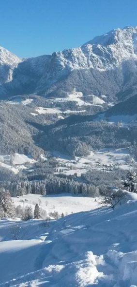 uitzicht op Au vanaf de postalm in de winter