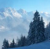 uitzicht richting au vanaf de postalm in de winter